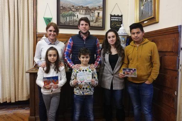 ENTREGA DE DIPLOMAS Y PREMIOS A LOS 3 GANADORES DEL V CONCURSO DE POSTALES NAVIDEÑAS 2019.