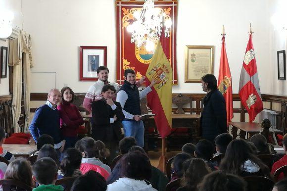 👑📖🇪🇸 VISITA DEL CEIP ZORRILLA MONROY AL AYUNTAMIENTO DE ARENAS DE SAN PEDRO CON MOTIVO DEL 41 ANIVERSARIO DE LA CONSTITUCIÓN ESPAÑOLA.