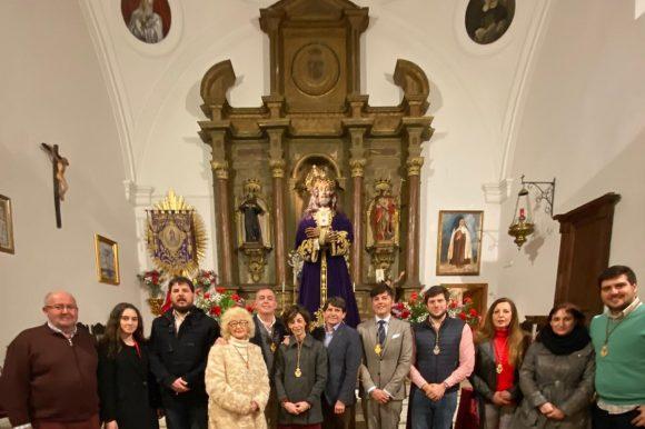 EL ALCALDE  DE ARENAS DE SAN PEDRO ACOMPAÑÓ A LOS FIELES EN EL BESAPIE A JESÚS DE MEDINACELI